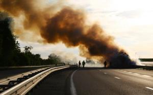 Seine-Maritime : un camion frigorifique dévasté par les flammes sur la RN27 entre Dieppe et Rouen