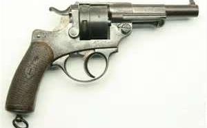 Arrêté à la gare de Rouen avec un revolver chargé de six cartouches à la ceinture !