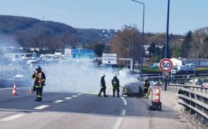 Une voiture en feu sur le pont Flaubert à Rouen : circulation perturbée vers la rive droite