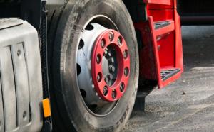 Yvelines : blessé grièvement lors de l'explosion d'un pneu de poids-lourd à Carrières-sur-Seine