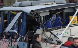 Six adolescents tués dans l'accident d'un bus scolaire à Rochefort, en Charente-Maritime (Sud-Ouest)
