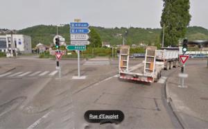 Saint-Étienne-du-Rouvray : Ivre, il grille un feu rouge et percute un véhicule de police-secours