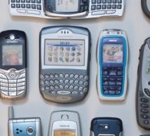 Huit téléphones portables découverts à la prison de Val-de-Reuil, cachés dans un faux-plafond