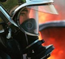 Début d'incendie au stade Léo-Lagrange à Grand-Couronne, deux véhicules endommagés