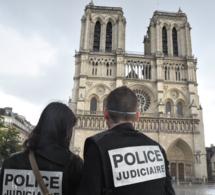 """Policier blessé au marteau sur le parvis de Notre-Dame de Paris : """"ses jours ne sont pas en danger"""""""