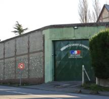 """Eure : surpris en train de balancer une """"chaussette"""" par-dessus le mur de la prison d'Evreux"""