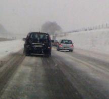 Verglas en Seine-Maritime : l'A28 et l'A29 paralysées par des accidents, la circulation coupée entre Yerville et Fécamp