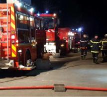Anneville-Ambourville (Seine-Maritime) : la maison en feu s'effondre au cours de l'intervention des pompiers