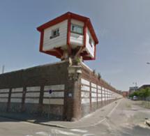 Rouen (Seine-Maritime) : surpris en train de parachuter des petits paquets par-dessus le mur de la prison