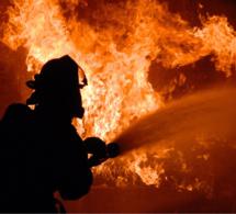 Violent incendie près d'Elbeuf : dix véhicules calcinés et trafic des trains interrompu entre Paris et Rouen