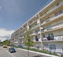 Mantes-la-Jolie (Yvelines) : il s'enferme chez lui et menace de sauter du quatrième étage