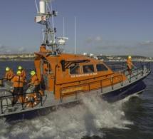 Sauvetage : trois plaisanciers en difficulté récupérés sains et saufs au large de Villerville
