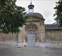 La reine de Norvège et Brigitte Macron en visite au lycée Pierre-Corneille à Rouen ce lundi