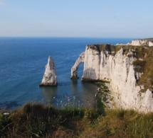 Seine-Maritime : un jeune homme découvert mort au pied des falaises d'Etretat