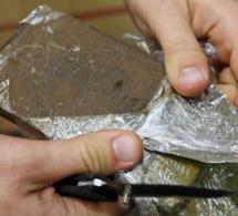 Eure : interpellé à Louviers avec 15 barrettes de résine de cannabis dans les poches