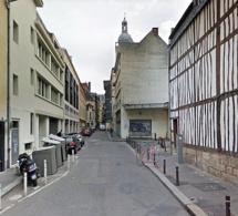 Rouen : plaqué contre un mur, un commerçant dépouillé de sa recette en pleine rue