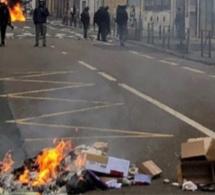 Gilets jaunes : canons à eau et lacrymogène pour disperser les manifestants en Seine-Maritime