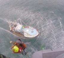 Évacuation sanitaire d'un marin pêcheur blessé à un oeil au large du Cotentin