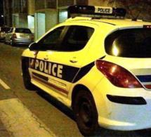 Rouen : la Laguna percute le trottoir et finit sur le toit, son conducteur était alcoolisé
