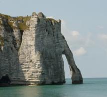 Seine-Maritime : piégés par la marée, deux promeneurs secourus au Trou à l'homme à Etretat