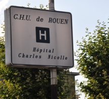 """Une voiture force le passage : quatre """"gilets jaunes"""" blessés à Rouen"""
