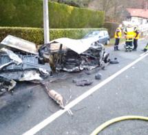 La voiture percute un poteau EDF et prend feu : un mort et un blessé grave près de Bernay