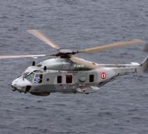 Evacuation sanitaire en baie de Seine, au large du Havre, par l'hélicoptère de la Marine