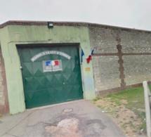 Évreux : ils sont arrêtés après avoir jeté un paquet par-dessus le mur d'enceinte de la prison