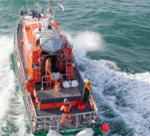 Un fileyeur coule au large de Dunkerque, les cinq marins récupérés sur un canot de survie