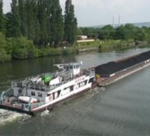 La barge dérivait à hauteur de Porte-Joie à l'arrivée des sapeurs-pompiers de l'Eure - Illustration @ Wikipedia