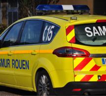 Blessé grièvement aux membres inférieurs, le conducteur de la dépanneuse a été conduit médicalisé par le SMUR au CHU de Rouen - Illustration @ Infonormandie