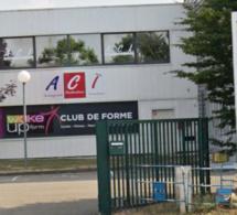 Yvelines : deux suspects recherchés après l'incendie d'une salle de sport à Rambouillet