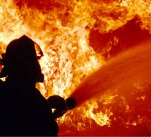 Impressionnant incendie à Évreux : un homme légèrement brûlé et deux familles relogées