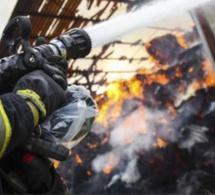 Seine-Maritime : un hangar dévasté par un violent incendie a Villers-Écalles