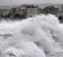 """Risques de """"vagues-submersion"""" sur le littoral entre Veules-les-Roses et Le Tréport"""