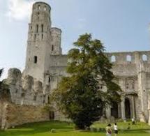 Jumièges ouvre son abbaye à deux expositions du festival Normandie Impressionniste