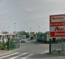 Au Havre, les malfaiteurs ligotent les vigiles d'Auchan et repartent avec un gros butin