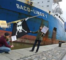 """Le """"navire de la honte"""" attend de quitter Rouen pour être démantelé en Inde"""