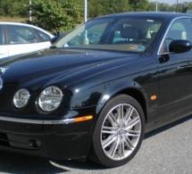 Le voleur de Jaguar trop désinvolte était recherché par la justice