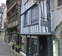 Crime dans le vieux Rouen : un adolescent de 17 ans frappé mortellement à la gorge