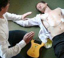 Au Kindarena à Rouen : Formation aux premiers secours ou comment apprendre à utiliser un défibrillateur