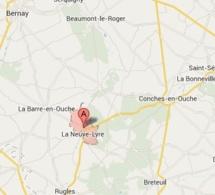 La toiture d'une chaumière détruite par un incendie ce soir à La Vieille-Lyre