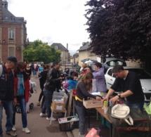 """La foire à tout des """"communaux"""" bat son plein à Pacy-sur-Eure"""