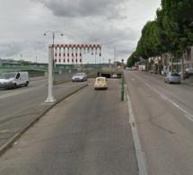 A Rouen, sa voiture percute de plein fouet la trémie Corneille, il est tué sur le coup