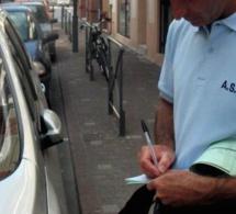 A Versailles, l'automobiliste mal stationné roule sur le pied de l'agent qui l'avait verbalisé