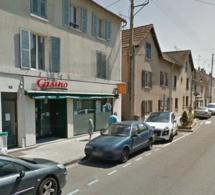 Yvelines : deux malfaiteurs frappent l'employé et dérobent la caisse du magasin Casino à Vaux-sur-Seine