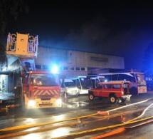Yvelines : le garage d'une société d'autocars dévasté par un violent incendie hier soir, près de Versailles