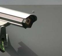 A Mantes-la-Jolie, le voleur filmé par la vidéo-surveillance du lycée : un élève de l'établissement