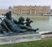 Deux bustes en marbre vandalisés au Château de Versailles
