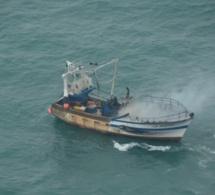 Chalutier en feu au large de Ouistreham : les trois marins pêcheurs sont en route vers le Havre